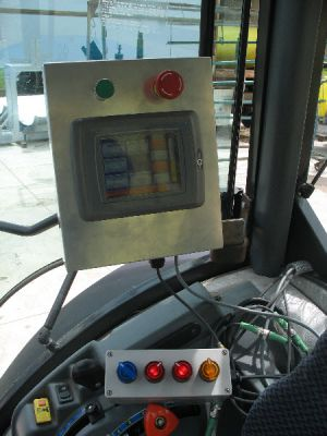 Touchscreen op de tractor voor de besturing van de tunnel sprayer